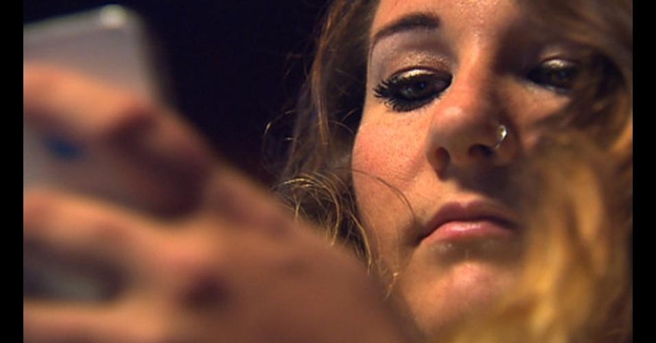 Valor da conta: R$ 50 mil - Sarah Farrell, moradora de Edmonton (Canadá) estava de férias no México quando recebeu uma mensagem de texto da sua operadora avisando que os gastos dela com roaming estavam ?excessivamente altos?. Segundo a ?CBC?, Sarah recebeu uma conta de US$ 23 mil (R$ 50 mil), depois de postar fotos no Facebook e usar a internet à vontade, pensando que seu iPhone estava conectado ao Wi-Fi do hotel. A operadora Rogers ofereceu reduzir a conta para US$ 2.200 (R$ 4.855)