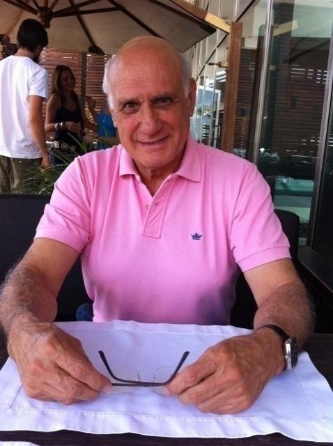 O jornalista Lasier Martins deixou o Grupo RBS, do Rio Grande do Sul, para se filiar ao PDT e concorrer a uma vaga no Senado
