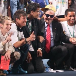 Ao lado de jovens, o ex-presidente Lula participa do 3° Fórum Global do Trabalho Infantil