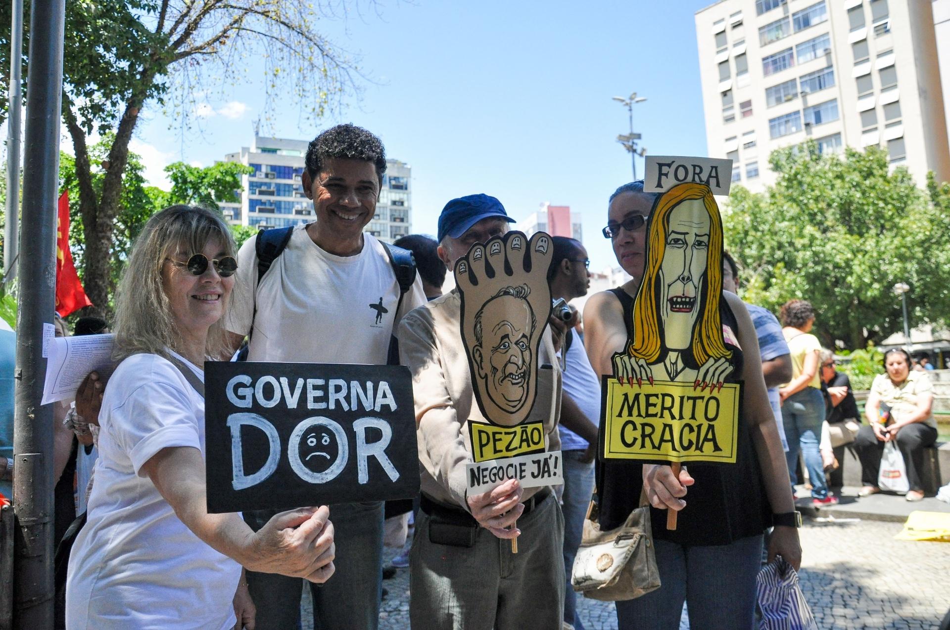 10.out.2013 - Professores fazem passeata para pressionar os governos estadual e municipal no Rio de Janeiro