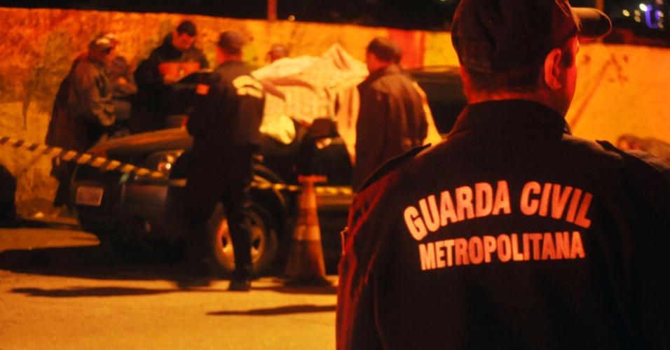 10.set.2013 - Um guarda civil metropolitano que prestava serviços na Câmara Municipal de São Paulo foi morto a tiros dentro de um veículo estacionado no bairro do Imirim, zona norte de São Paulo, nesta quarta-feira (9). Segundo a assessoria da GCM (Guarda Civil Metropolitana), os atiradores conseguiram fugir após o ataque. Uma mulher que acompanhava o guarda nada sofreu
