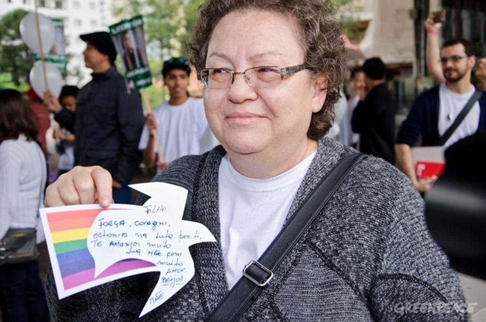 9.out.2013 - Rosangela Maciel enviou carta à presidente Dilma pedindo para que ela intervenha diplomaticamente junto ao governo russo pela libertação de sua filha, a bióloga Ana Paula que está detida desde 19 de setembro sob acusação de pirataria