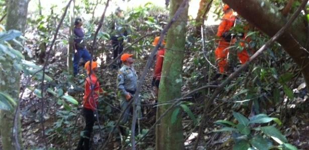 Cerca de 30 policiais da Divisão de Homicídios, com auxílio de 40 bombeiros, realizaram buscas pelos restos mortais do pedreiro Amarildo - Gustavo Maia/UOL