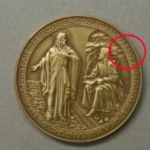 Medalha com erro teve distribuição suspensa - Divulgação/Instituto Poligráfico e Zecca do Estado