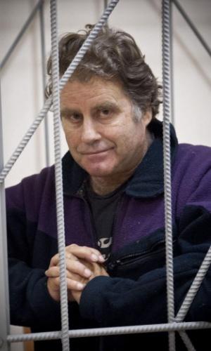 14.out.2013 - Imagem fornecida pelo Greenpeace mostra o norte-americano Peter Willcox, capitão do navio