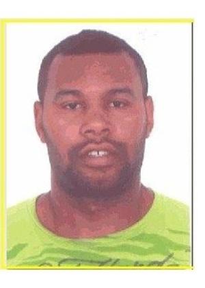 16.out.2013 - Carlos Eduardo Gonçalves Monteiro, 30, nascido em Brasília, é procurado por tráfico internacional de drogas
