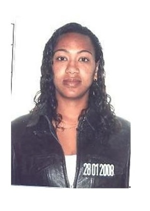16.out.2013 - Gelmara Fernandes de Moura, 35, nascida em Minas Gerais, é procurada por posse ilegal de armas e conspiração