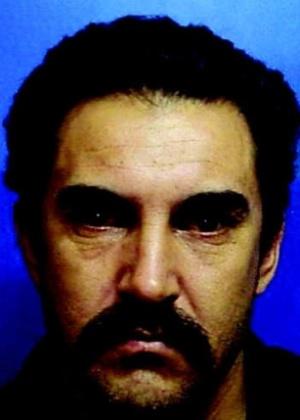 16.out.2013 - José Bonifácio Domingues Rodrigues, 45, nascido em Lavras do Sul, Rio Grande do Sul, é procurado por violência e destruição de patrimônio
