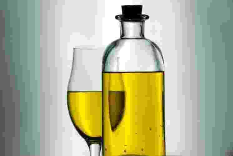 Azeite de oliva é rico em ácidos graxos monoinsaturados, que são componentes da membrana das células nervosas. Fornece também antioxidantes, os polifenóis e a vitamina E, que tem efeito neuroprotetor - ou seja, ajuda a proteger os nervos - SXC