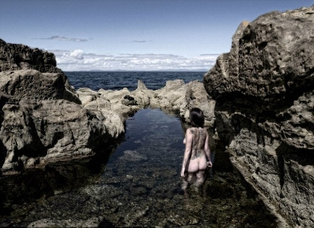 17.out.2013 - As 12 mulheres participaram das sessões de fotos, uma em Braemar no outono e outra em uma praia em Moray, em Aberdeenshire, ambas na Escócia, durante o verão