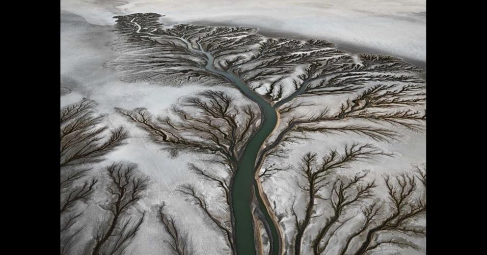 17.out.2013 - O fotógrafo canadense Edward Burtynsky passou os últimos seis anos documentando como os seres humanos utilizam a água