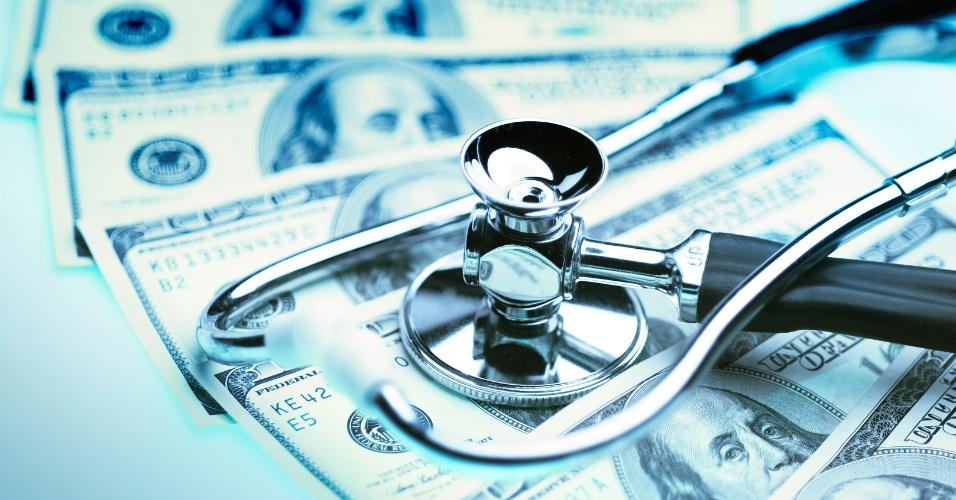 Custo da saúde; estetoscópio; dólar; médico caro; pagamento médico; honorário médico; salário médico
