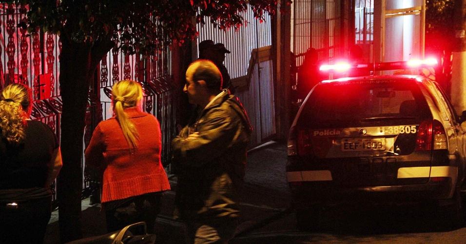 17.out.2013 - Homem identificado como José Ivanildo é suspeito de matar a tiros na noite desta quinta-feira (17) a esposa e o neto de sete meses na casa onde moravam, na rua Antonio Cassano, no Jardim Valquiria, na zona leste de São Paulo, de acordo com a polícia. Moradores teriam ouvido os disparos e chamaram a polícia. A ocorrência deverá ser registrada no 69° Distrito Policial