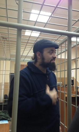 18.out.2013 - O canadense Alexandre Paul, um dos 30 ativistas do Greenpeace detidos após um protesto no Ártico, participa de audiência no tribunal da cidade de Murmansk, na Rússia. O grupo foi acusado pela Justiça russa de pirataria, crime que pode render até 15 anos de prisão no país
