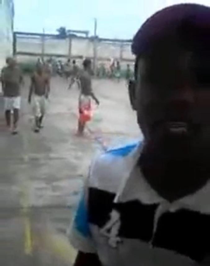 18.out.2013 - Presos da Penitenciária Central de Mato Grosso, localizada no bairro Pascoal Ramos, zona sul de Cuiabá, postaram no Youtube, em abril deste ano, um vídeo gravado do pátio da unidade prisional, feito por um celular, onde o detento identificado como