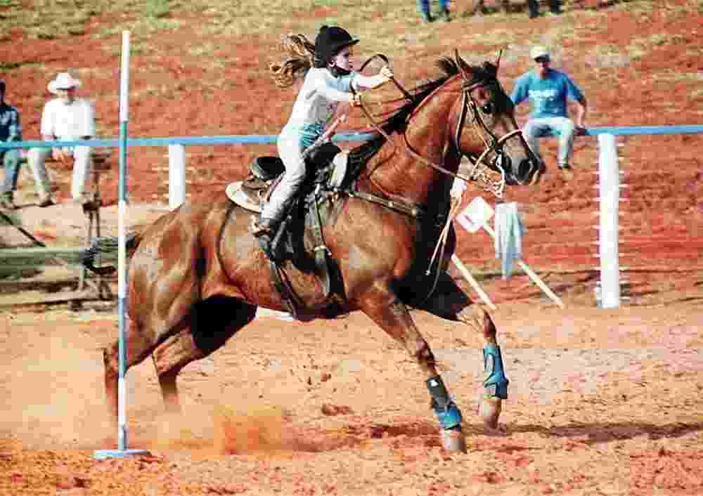 ORG XMIT: 234301_0.tif Criança monta cavalo da raça appaloosa - Divulgação