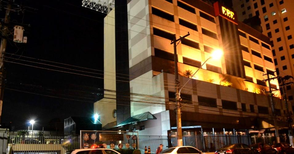 18.out.2013 - Bandidos assaltaram a sede da FPF (Federação Paulista de Futebol), em São Paulo, na noite desta sexta-feira (18). Três homens armados renderam os seguranças, que ficaram presos com os braços amarrados. Eles levaram apenas um computador com as imagens das câmeras de segurança