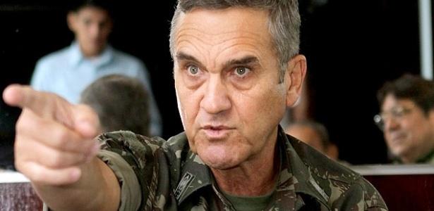 O general Eduardo Villas Bôas, comandante do Exército