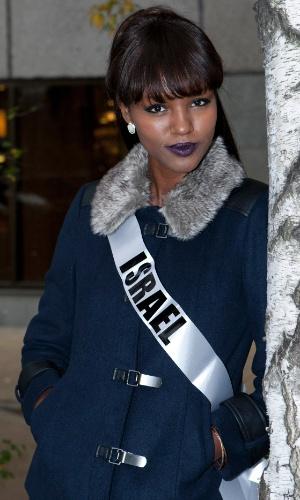 21.out.2013 - Titi Ayenew, Miss Universo Israel 2013, posa para foto no hotel onde acontecerá o Miss Universo 2013, em Moscou, na Rússia. O concurso acontece no dia 9 de novembro e, até lá, as mais de 80 beldades vão visitar diversos pontos turísticos da capital russa e ensaiar para a grande final