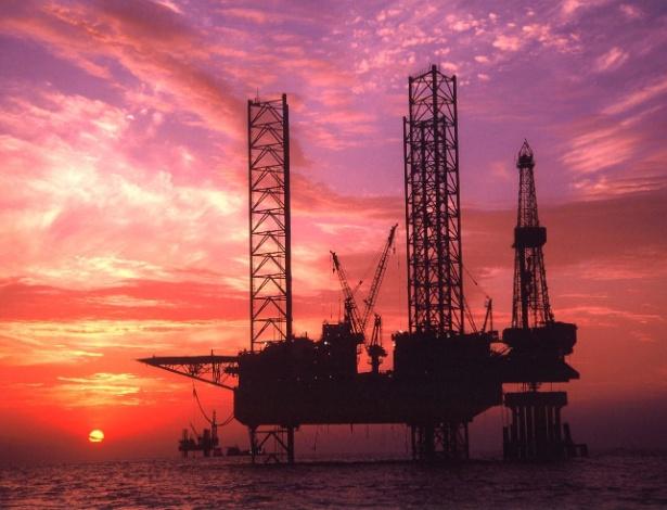 """Plataforma de extração de petróleo da empresa chinesa China National Offshore Oil Corporation""""s (CNOOC) - China Newsphoto/Reuters"""