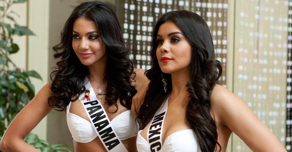 22.out.2013 - Carolina Brid, Miss Universo Panamá; e Cynthia Duque, Miss Universo México; posam de biquíni em hotel de Moscou, na Rússia. O Miss Universo 2013 acontece no dia 9 de novembro e tem mais de 80 candidatas