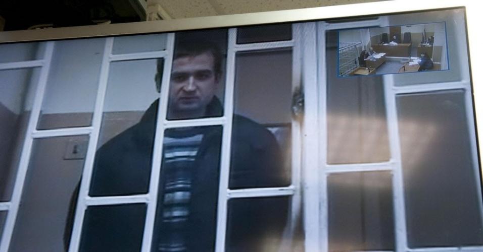 23.out.2013 - Imagem de circuito interno do tribunal de Murmansk, na Rússia, exibe o ucraniano Ruslan Yakushev durante audiência. Ele é um dos 30 tripulantes do navio Arctic Sunrise que foram detidos pela guarda costeira russa por um protesto contra a plataforma da empresa russa Gazprom no Ártico