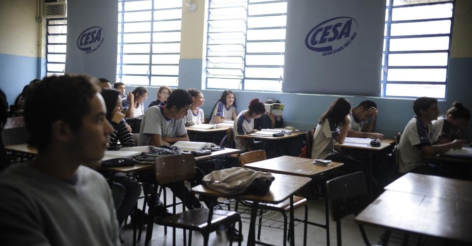 25.out.2013 - Após dois meses e meio em greve, as aulas foram retomadas nesta sexta-feira na rede estadual do Rio de Janeiro. Os professores decidiram suspender a paralisação depois de uma assembleia realizada na tarde de ontem