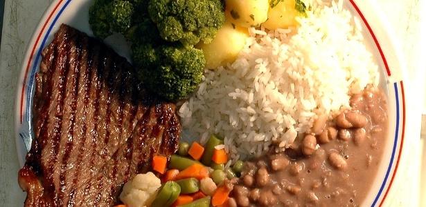 O bom e velho prato de arroz, feijão, bife e salada nem sempre é suficiente para garantir a boa saúde - Karime Xavier/Folha Imagem