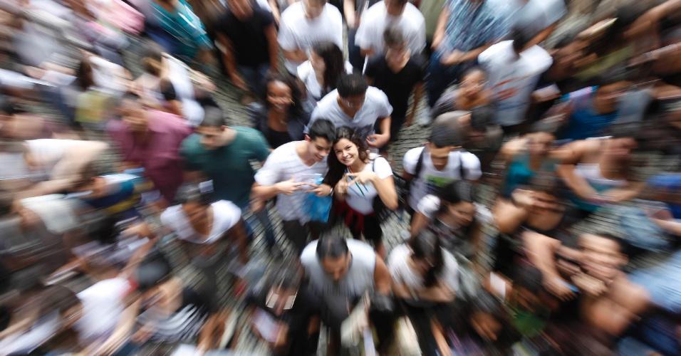 26.out.2013 - Candidatos aguardam o início do primeiro dia de prova do Enem na UERJ (Universidade Estadual do Rio de Janeiro)