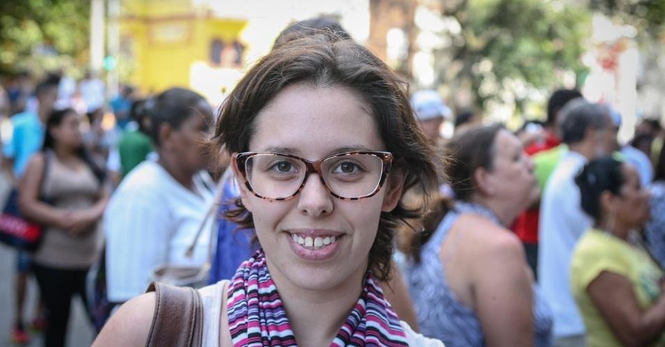26.out.2013 - Candidatos deixam local de prova na Barra Funda, São Paulo, no primeiro dia do Enem. Ana Rossato, 23, foi uma das primeiras