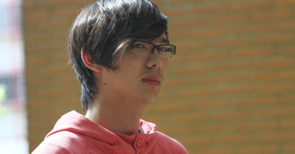 26.out.2013 - Cassiano Yudi,19, fez o Exame Nacional do Ensino Médio na PUC, em Curitiba, para tentar concorrer a uma bolsa da Universidade Sem Fronteiras