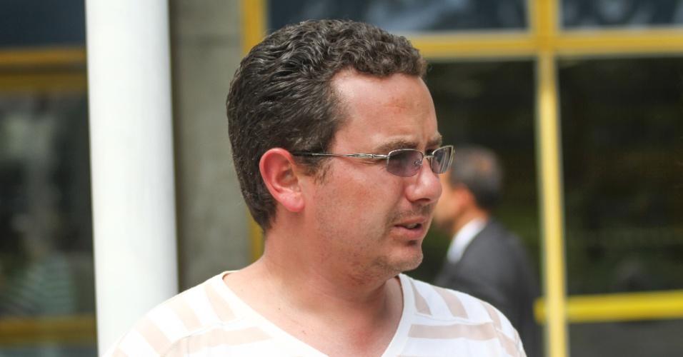 26.out.2013 - Gleber Afonso foi um dos primeiros candidatos a terminarem a prova do Enem na PUC, em Curitiba