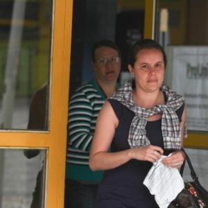 26.out.2013 - Jaqueline Souza da Silva é a primeira candidata a terminar a prova na PUC no primeiro dia do Enem, em Curitiba - Geraldo Bubniak/UOL