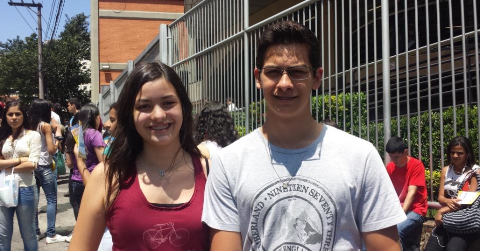 26.out.2013 - Os gêmeos Daniela e Gabriel Mattos, de 16 anos, estudam juntos e fazem a prova do Enem 2013 na Uninove da Barra Funda. A preparação para o exame foi feita no próprio colégio em que estudam, na Vila Butantã.