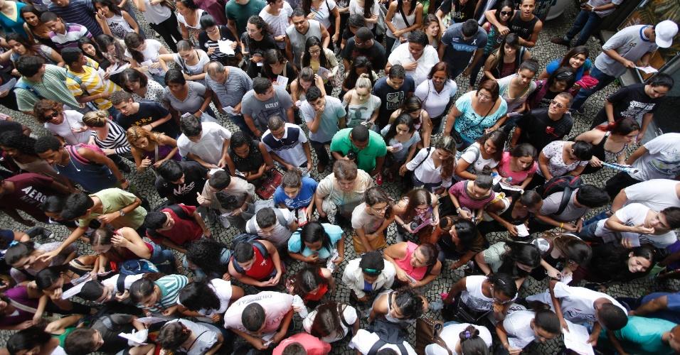 26.out.2013 - Portões são abertos no primeiro dia de prova do Enem na UERJ (Universidade Estadual do Rio de Janeiro)