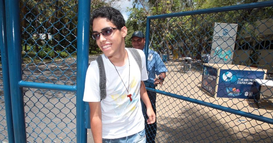 27.out.2013 - O candidato não conseguiu fazer o segundo dia do Enem no campus da Unifor, em Fortaleza, por falta de documento de identidade