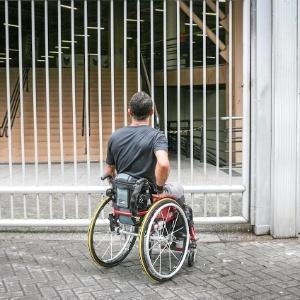Renato Goncalves Sales, 39, chegou 20 minutos atrasado e não conseguiu fazer o segundo dia de prova do Enem em unidade na Barra Funda, em São Paulo - Leandro Moraes/UOL