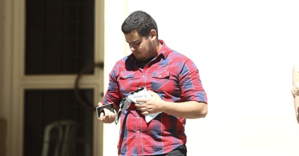 27.out.2013 - Victor Santos foi um dos primeiros candidatos a terminarem as provas no segundo dia do Enem, em local de prova em Curitiba