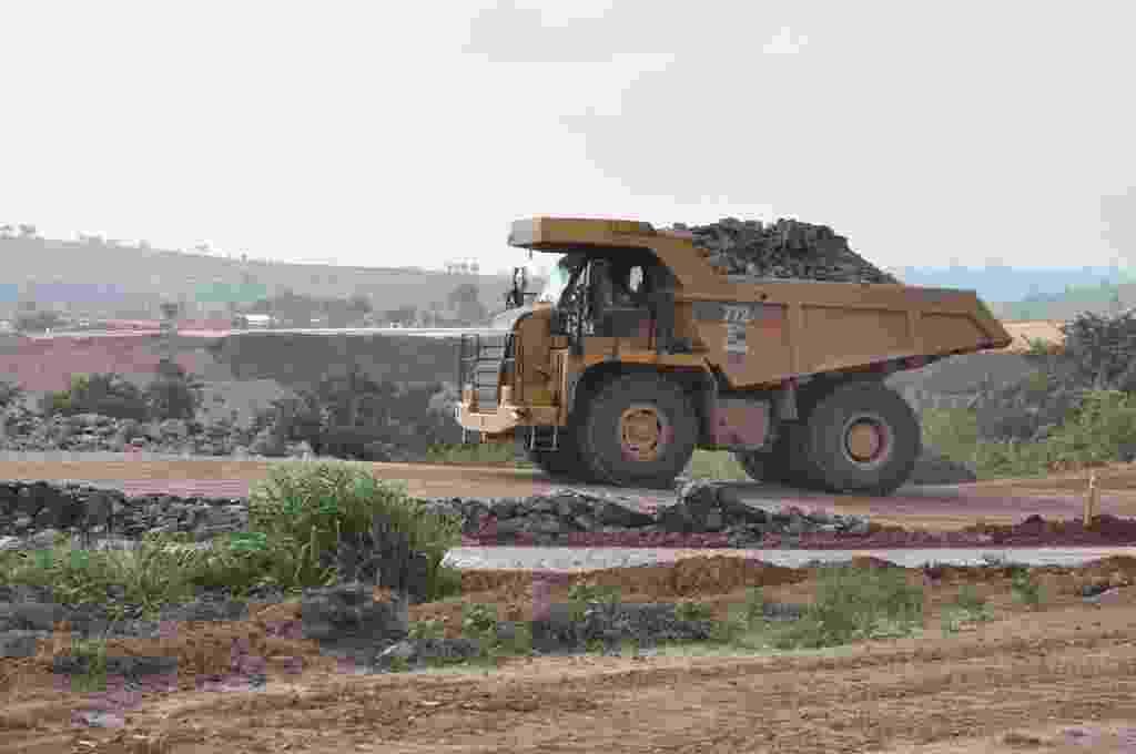 28.out.2013 - A Justiça brasileira determinou nova paralisação das obras da usina hidrelétrica de Belo Monte, em Altamira, no Pará, por ilegalidade no licenciamento ambiental. Em caso de descumprimento, a multa estipulada é de R$ 500 mil por dia - UHE Belo Monte