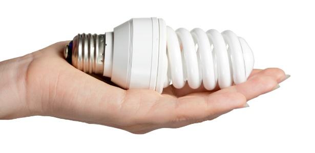 Lâmpadas fluorescentes têm material tóxico; itens devem ser descartados de forma apropriada - Getty Images