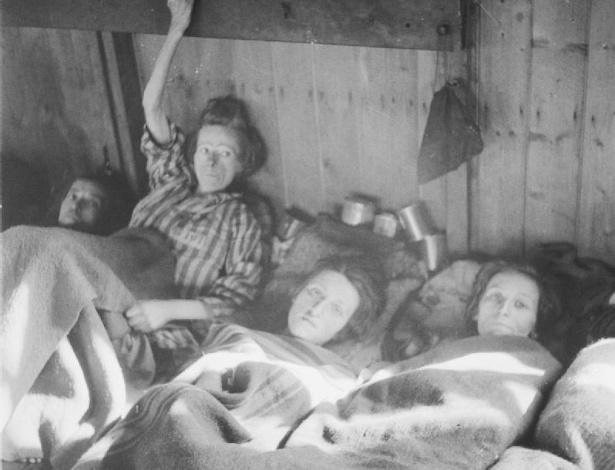mulheres doentes, segunda guerra, campo de concentração, Tifo epidêmico