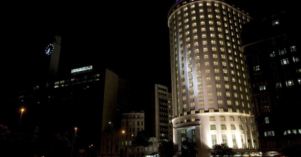 O edificio Francisco Serrador, inaugurado em 1944, e que era considerado um dos mais importantes do seu período, visto na esquina da rua do Passeio, com a Senador Dantas, na Cinelândia. O prédio, que passou por reformas, será reinaugurado