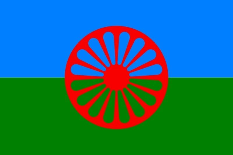Os ciganos possuem uma bandeira própria, composta de três cores: azul, que representa a liberdade, verde, que representa a natureza, e uma roda de carroça vermelha no centro, que representa o caráter itinerante dos ciganos. Já existiu um movimento para se criar uma nação cigana, mas foi uma ideia que teve pouca aderência
