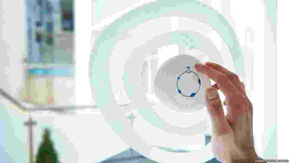 """30.out.2013 - """"Sono"""", da Áustria, procura anular certos sons, impedindo-os de passar pela janela. Usuários podem selecionar que tons eliminar via wi-fi - James Dyson Award/BBC"""