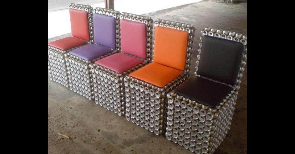 Móveis feitos com latinhas de alumínio pelo empresário Adriano Bezerra de Sousa, dono da MEA - Móveis Ecológicos da Amazônia
