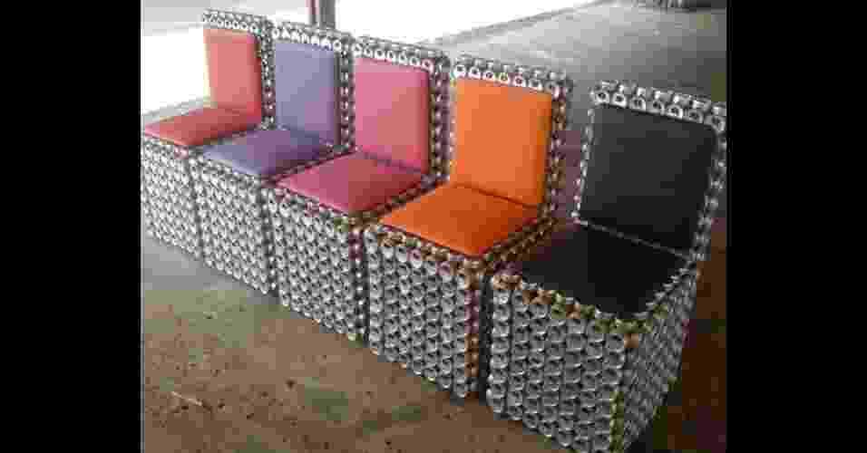 Móveis feitos com latinhas de alumínio pelo empresário Adriano Bezerra de Sousa, dono da MEA - Móveis Ecológicos da Amazônia - Divulgação