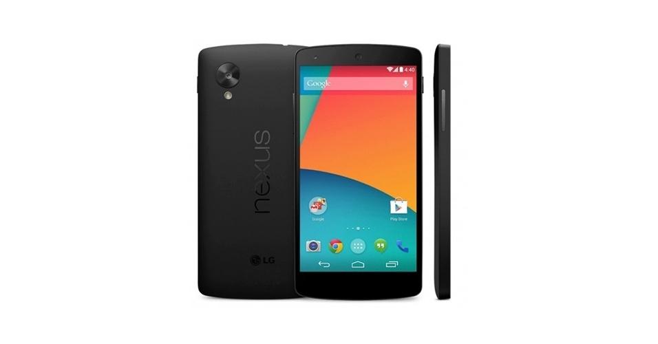 31.out.2013 - O Google anunciou o Nexus 5, nova geração do smartphone top de linha da empresa, que será vendido nos Estados Unidos por preços a partir de US$ 350 (R$ 781). O modelo usará a última versão do Android 4.4 (Kit Kat), tela de 4,95 polegadas (1.920 x 1.080 pixels), processador quad-core (quatro núcleos) Snapdragon 800 de 2,3 GHz), conectividade 4G, bateria de 2.300 mAh e duas versões de armazenamento (16 Gb e 32 GB). Além dos EUA, o Nexus 5 é vendido na Alemanha, Austrália, Canadá, Coreia do Sul, Espanha, França, Itália e Japão