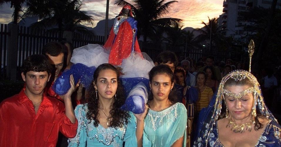 Cerca de cem ciganos comemoram o dia de santa Sara Kali, no Rio de Janeiro, celebrado em 24 de maio. Não há uma unidade religiosa entre os povos ciganos, que geralmente seguem as religiões do país onde vivem, mas a santa é considerada a padroeira dos povos ciganos