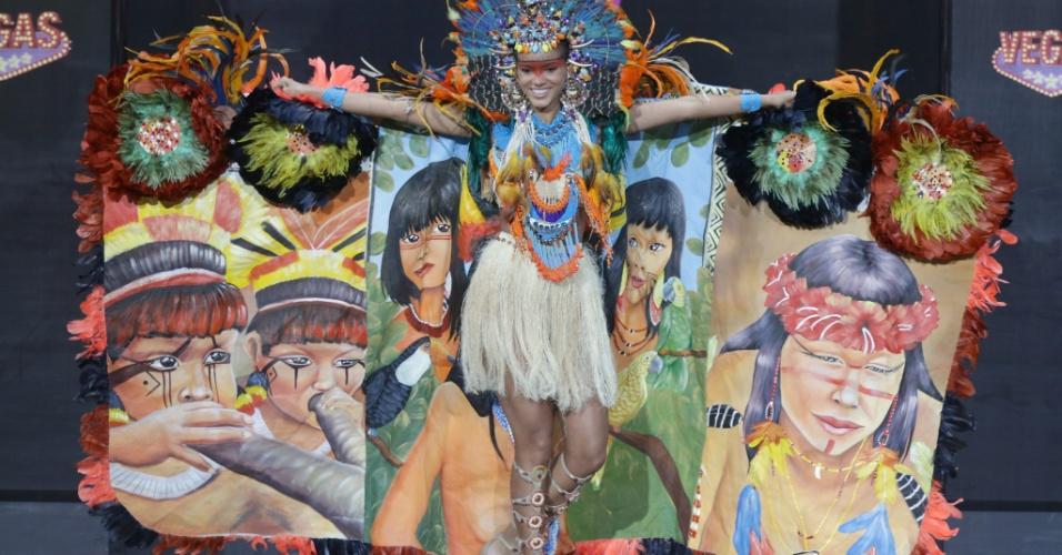 4.nov.2013 - Jakelyne Oliveira, Miss Brasil, em traje típico do país