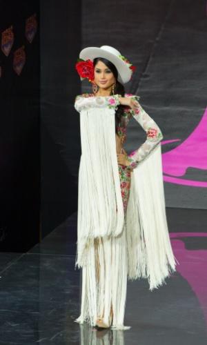 4.nov.2013 - Patricia Yurena Rodriguez, Miss Espanha, em traje típico do país